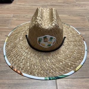 Straw hats. Adult and small fit